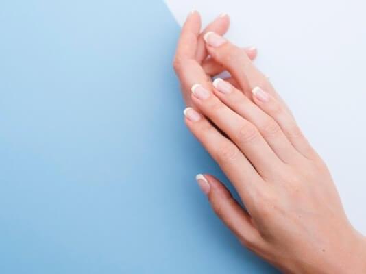 Como aclarar la piel de las manos quemadas por el sol