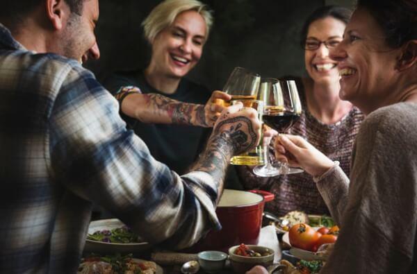 comer fuera, ten cuidado con lo que bebes