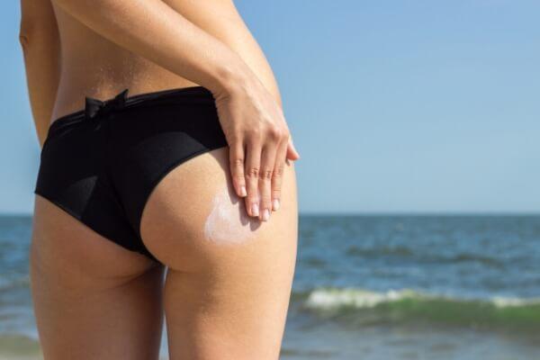 utiliza crema hidratante para la piel de tus glúteos