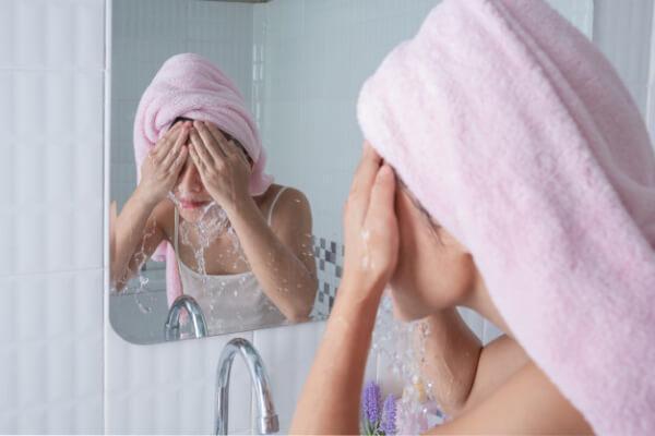 lávate la cara 3 veces al día
