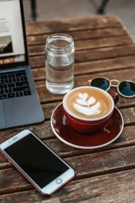 bebe agua y café para perder grasa corporal