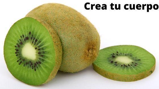 Toma kiwi, es uno de los alimentos más deliciosos y nutritivos