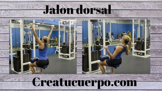 Jalón dorsal, uno de los ejercicios Fitness básicos