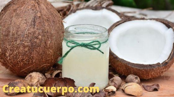 El coco tiene muchas propiedades que nos ayudan a eliminar las ojeras