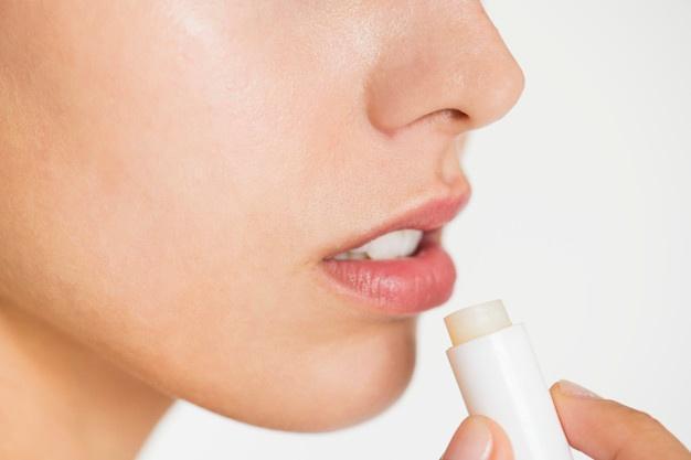 10 remedios para hidratar los labios de forma natural que FUNCIONAN
