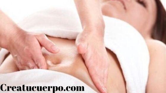 Masajea el vientre para mejorar el vientre hinchado