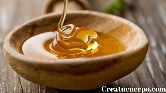 la miel es un gran remedio natural para hidratar los labios