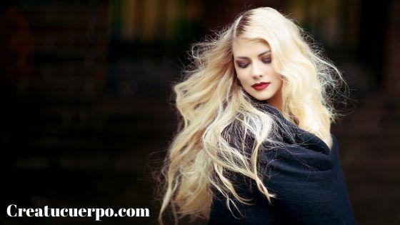 El agua oxigenada es muy utilizada para teñir el cabello