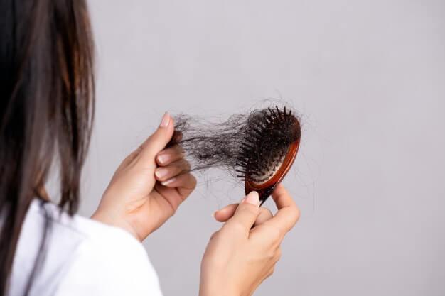 Caída de pelo, 10 consejos y 5 remedios naturales para frenarla