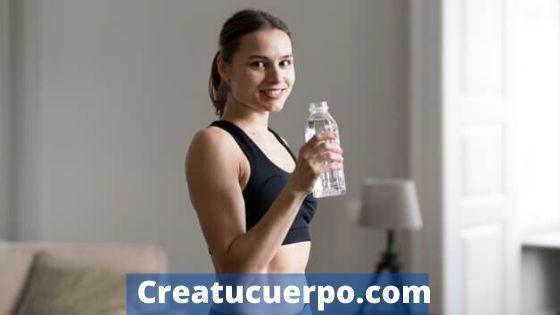 Mantente hidratada cuando entrenes en casa