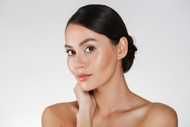 ¿Necesita la piel grasa crema hidratante?