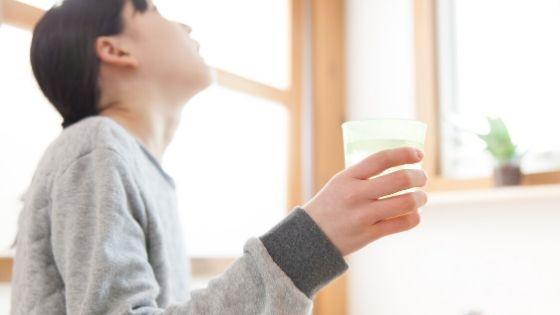 gárgaras con agua salada para la tos seca