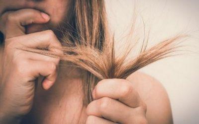 ¿Cómo arreglar el cabello después de una decoloración?