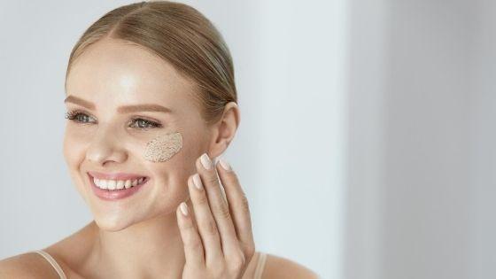 ¿Qué beneficios tiene exfoliar la piel?