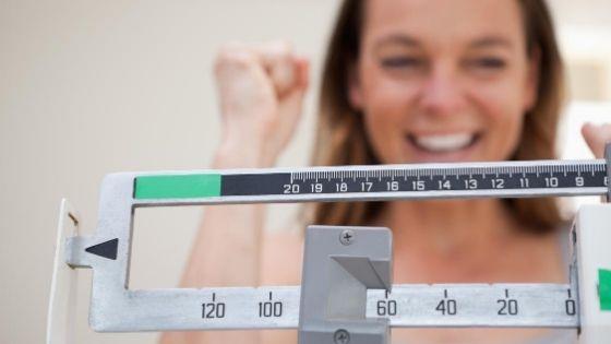 ¿Cómo bajar rápido de peso en casa sin ejercicios?
