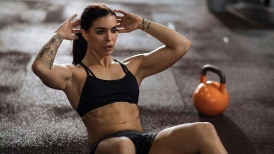 ¿Cómo marcar los abdominales en mujeres? 8 consejos que FUNCIONAN