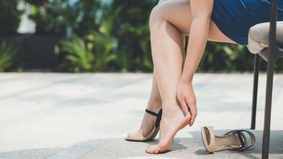 ¿Por qué se agrietan los talones? 13 causas que no sabías