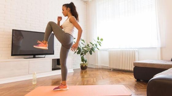 ¿Qué ejercicios en casa queman más calorías?