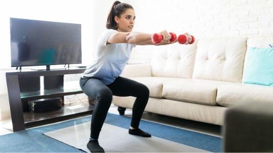 Sentadillas con mancuernas, gran ejercicio para piernas y glúteos