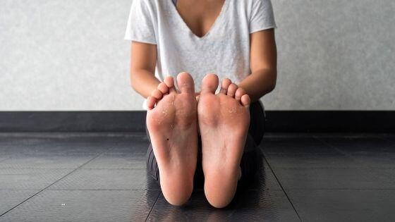 ¿Cómo eliminar los callos de los dedos de los pies?
