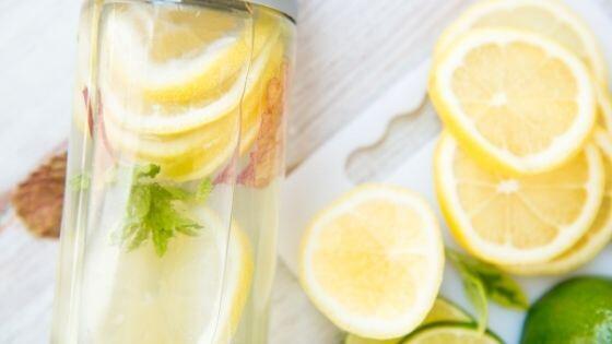 Como preparar el agua con limón