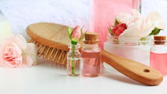 Agua de rosas para el pelo